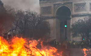 Someone Shows How Paris Protest Fire 'Actually Looked', Gets Shut Down With Facts