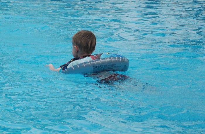 """""""Doy clases gratis de natación a niños. Esta madre exigía que enseñara a su hijo en exclusiva y le diera a ella el dinero"""""""