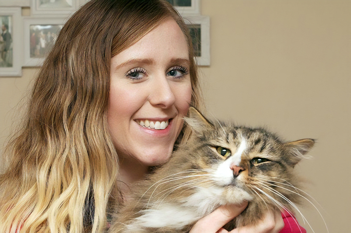 After 14 Months Owner Finds Her Missing Cat Twice The Size, Turns Out He Was Living In A Pet Food Factory