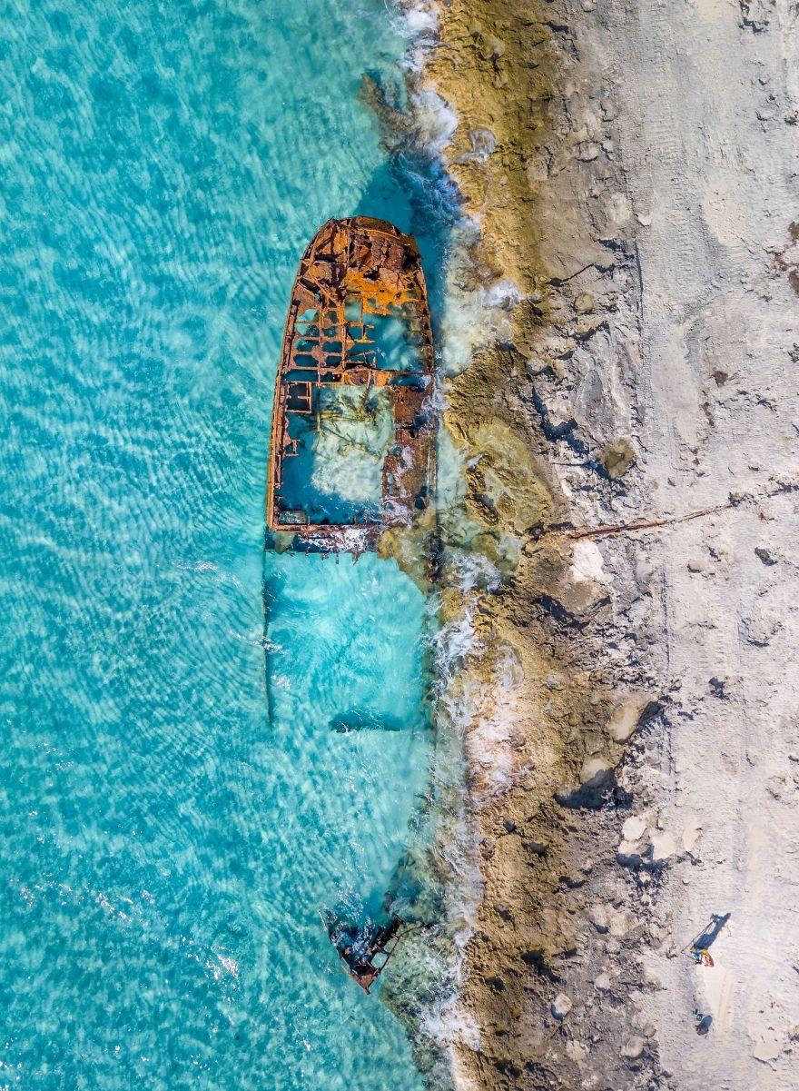 Shipwreck And Photographer, Vivi Molet