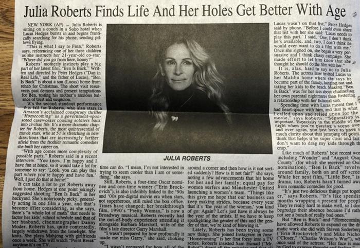 Zeitung mit unglücklichem Tippfehler in Julia Roberts Schlagzeile und die Leute machen das beste draus