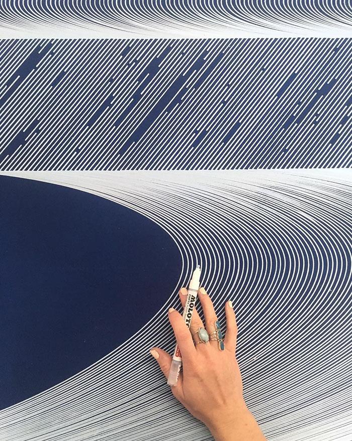 This Artist Creates Amazing Optical Illusions Using Simple Lines