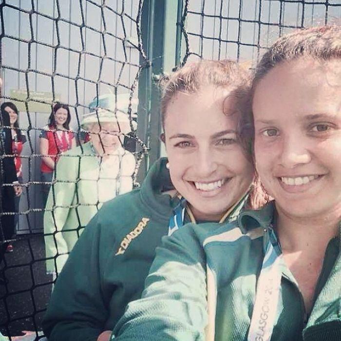 Aaaahhh die Queen hat unser Selfie gefotobombed