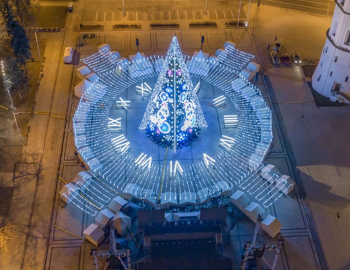 Spectacular Christmas Tree Illuminated With 5 Km Of Lighting Announces The Holiday Season In Vilnius