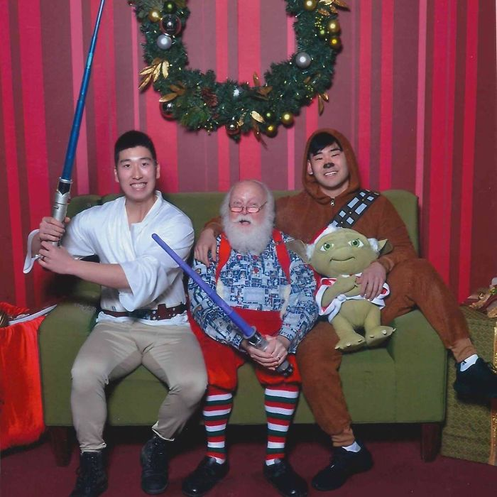 Two Guys Take Pics With The Same Santa For 12 Years And People Notice They're Not Aging Properly