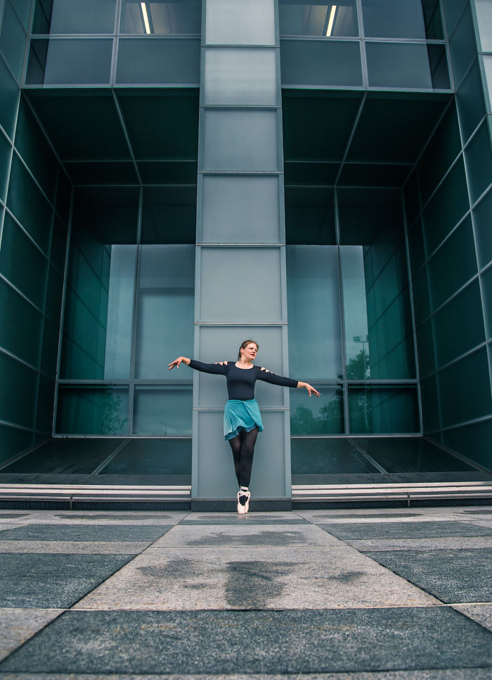 Dancer In The City – Woman Loses Half Of Her Weight And Starts To Dance Ballet.