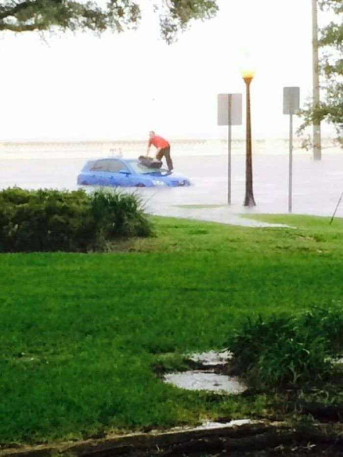 Pizza Delivery Guy Stuck In A Flooded Road, But Still Saves The Pizza. A True Hero