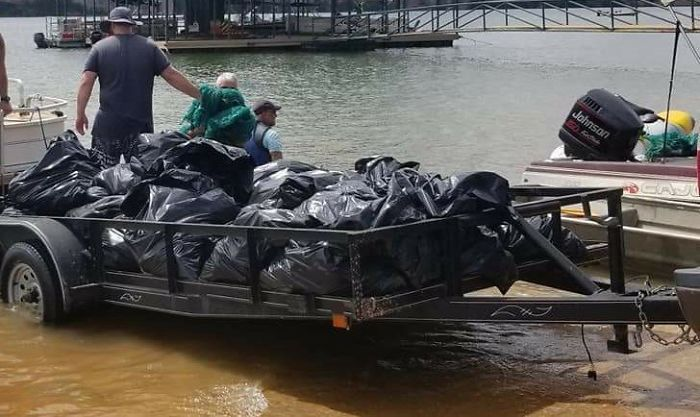 We Detrashed A Lake In Texas! 4,000 Pounds Of Beer Bottles And Beer Cans. With About 30 Scuba Divers And 4 Boats. Did It In About 4 Hours