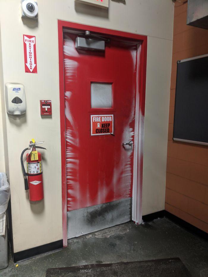 La puerta de emergencia