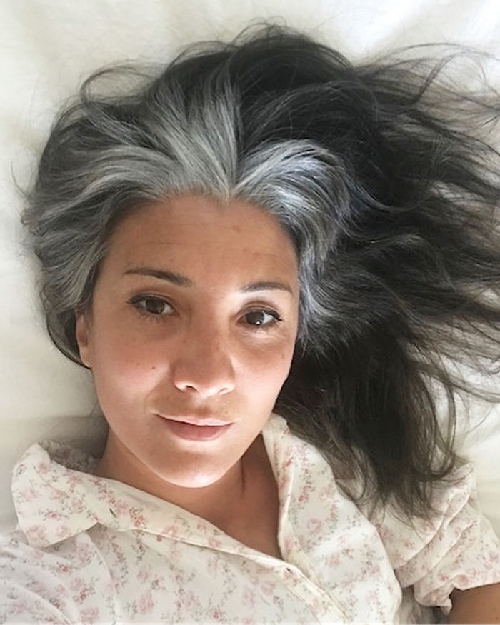 Young-Women-Natural-Gray-Hair-Grombre