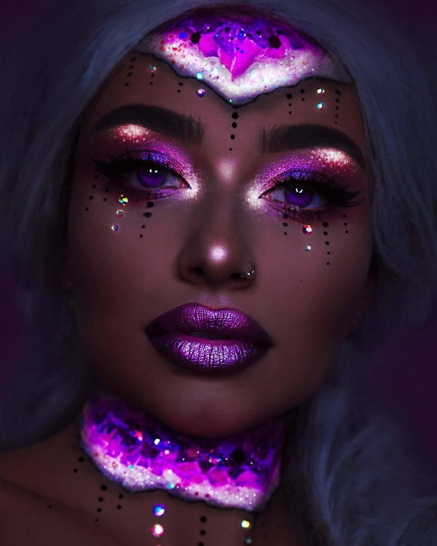 I Use Makeup, UV Paint And Light To Create Glow-In-The ...