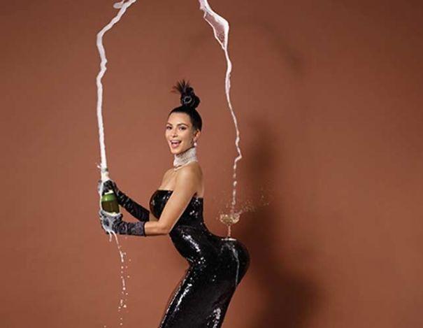 Kim-Kardashian-champagne-glass-on-butt-5c462fdf87d99.jpg