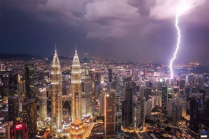 Relámpago sobre Kuala Lumpur, por Pete Demarco