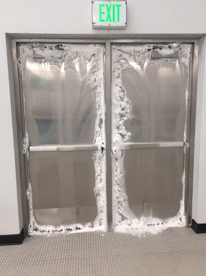 El lado de dentro de las puertas