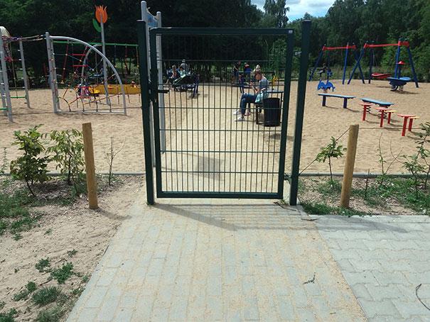 Táto brána pre deti, ktorá určite udrží deti vo vnútri