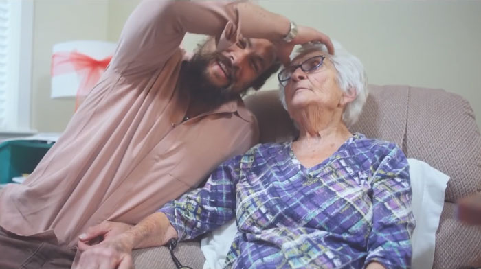 Jason Momoa Went Back Home To Visit His Grandma, And The Photos Melted People's Hearts