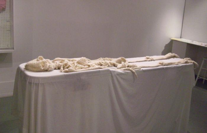 Cô nàng rảnh rỗi đan nguyên một bộ xương bằng len, có đủ cả lục phủ ngũ tạng và… một bữa ăn đang tiêu hóa dở - Ảnh 10.