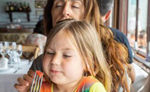 """Pretentious Foodie"" New Mom Doesn't Understand Why Kid's Menus Exist, So Parents Hilariously Explain It To Her"