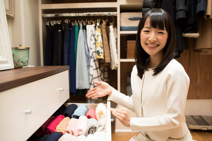 12 Of The Funniest Reactions To Netflix's Unfortunate Mistake With Marie Kondo's Pic – Even Chrissy Teigen Responds