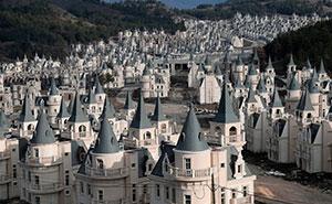 Construyeron con 200$ millones un pueblo lleno de villas como de Disney, pero se dieron cuenta de su error demasiado tarde