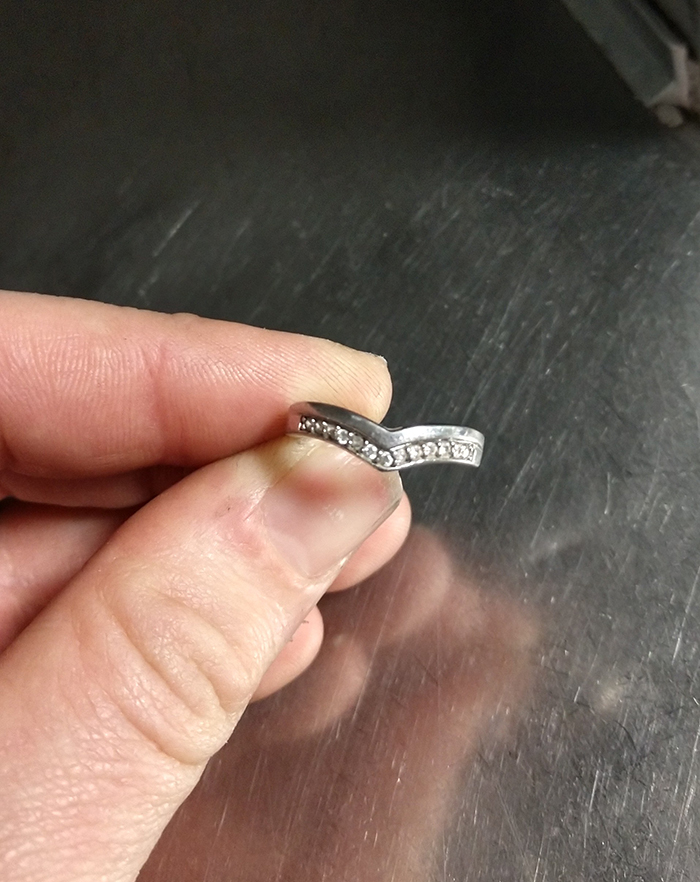 This Mechanic Found A Ring Inside One Of Uniteds Aircraft And Decided To Take The Internet Find Its Rightful Owner
