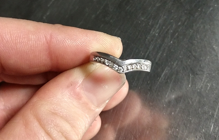 United Aircraft Mechanic Asked People Online To Find This Ring's Owner, But Got Hilarious Reactions Instead
