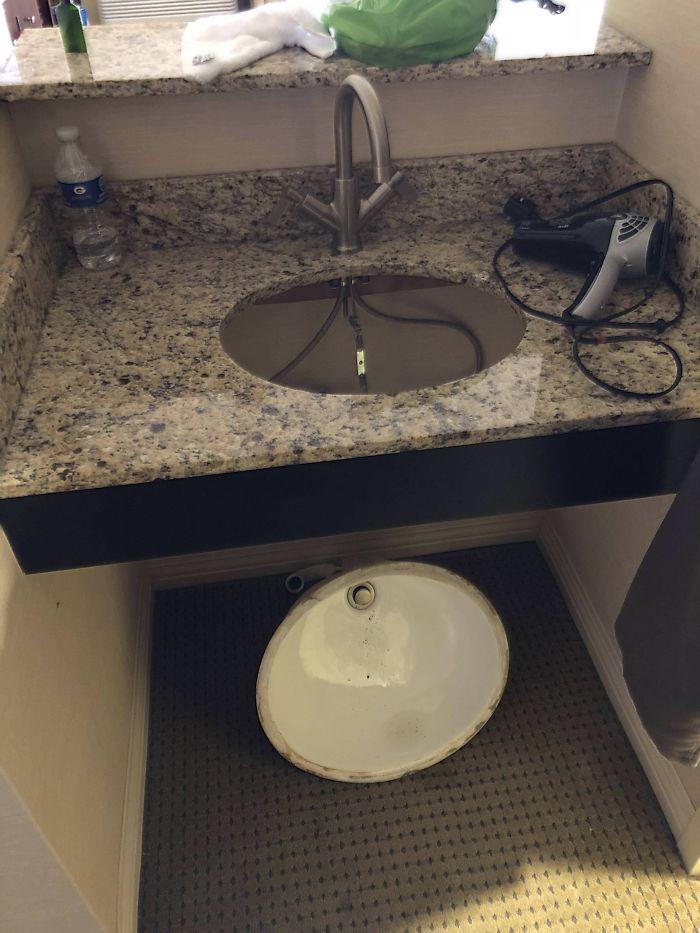 El lavabo se acaba de caer