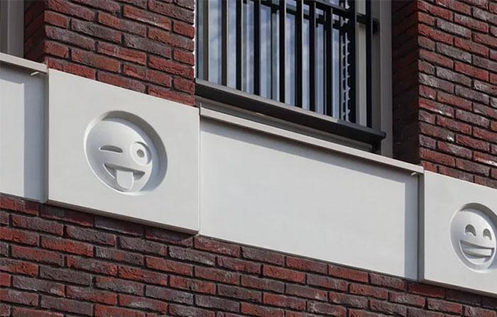 22 Emoji Decorate An Apartment Building As Modern Day 'Gargoyles'