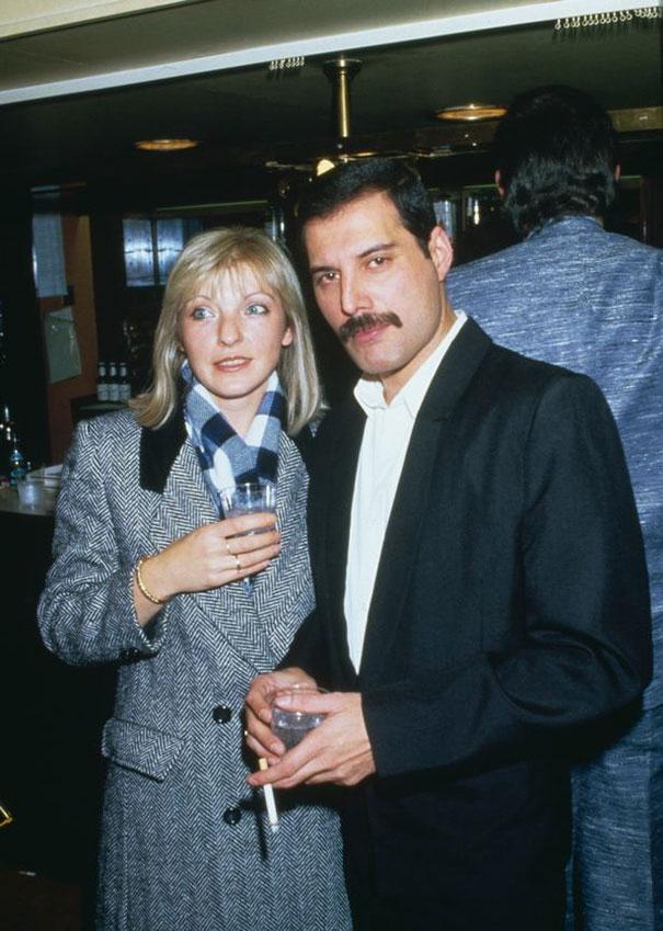 25 Photos Of Freddie Mercury With His First And Only True Love Mary Austin Bored Panda