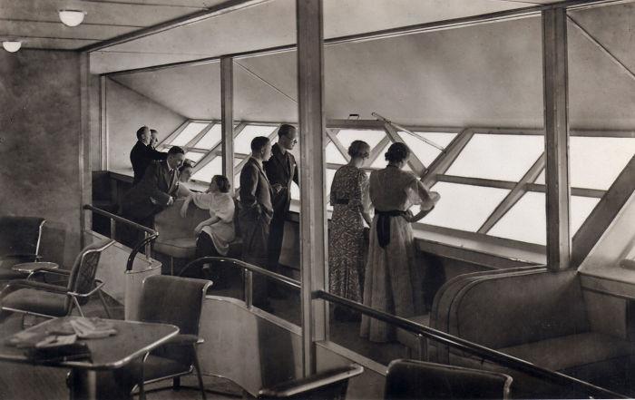 Пассажиры Гинденбурга на обзорной площадке.