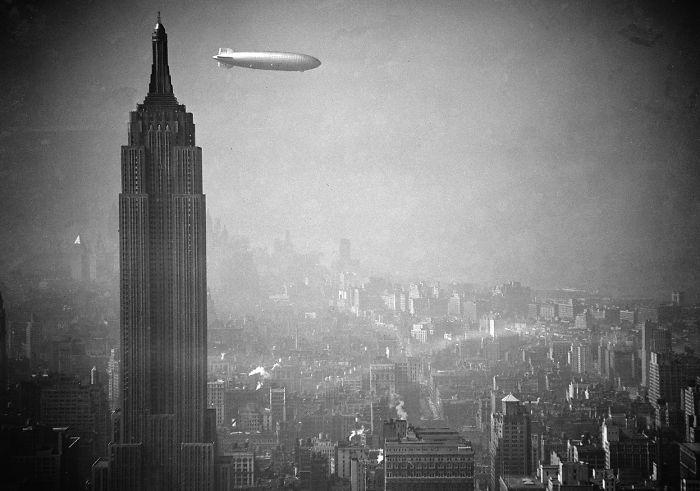Цеппелин Гинденбург над Нью-Йорком. 1936 год.