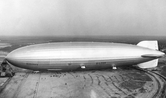 32 Rare Historical Photos That Show Why Flying On The Hindenburg Zeppelin Was So Expensive