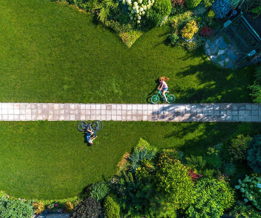 Creative: 'A Walk On The Bike' By Alexandr Vlassyuk, Russia