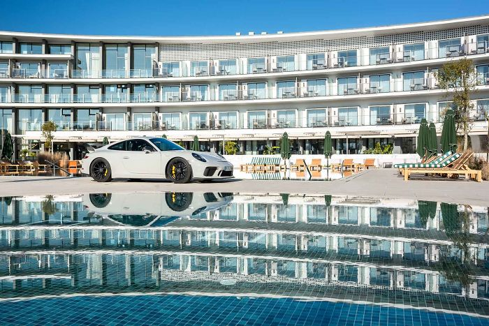 I Went To The Pool With A Porsche Gt3