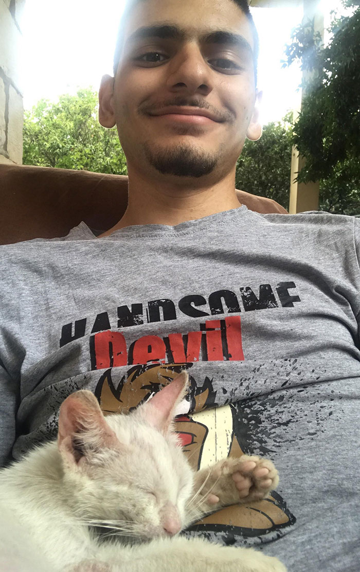 Guy Wakes Up From A Nap To A Stray Kitten Sleeping On His