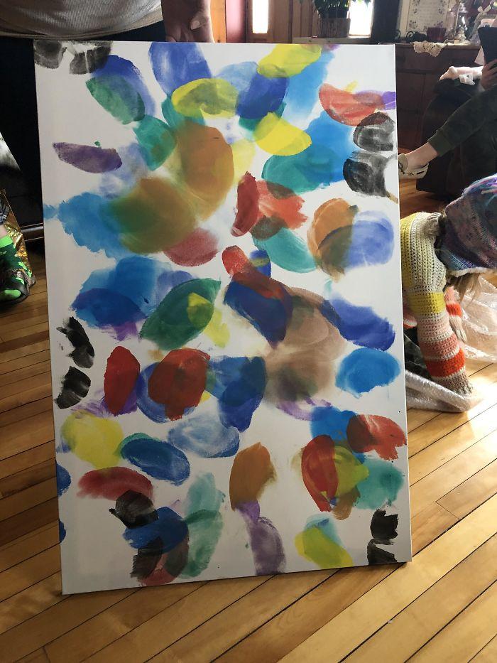 """Mis sobrinas me han hecho este cuadro para mi nuevo piso. Se llama """"Mariposas"""" y lo han pintado en su totalidad con los cachetes del culo. Encantador"""