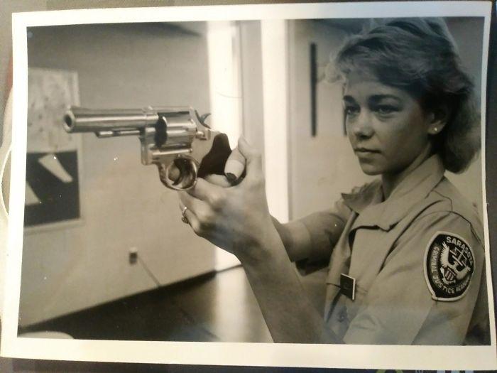 Mi madre en la academia de policía, 1984