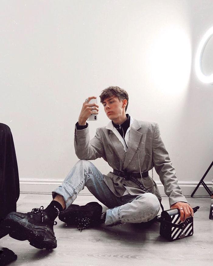 Este chico de 19 años finge llevar una vida de lujo para hacer un experimento en Instagram, y se sorprende de lo fácil que es