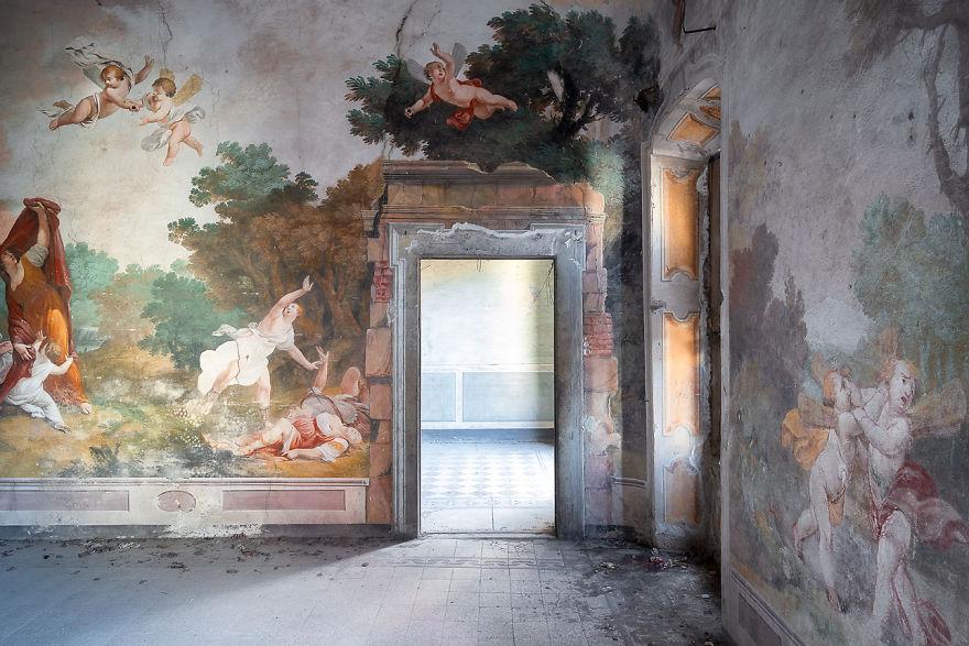 Bütün odayı kapsayan fresco