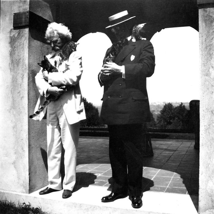 12 Vintage Photos From The 1900s Prove That Mark Twain Was The 'Crazy Cat Lady' Type Of Man