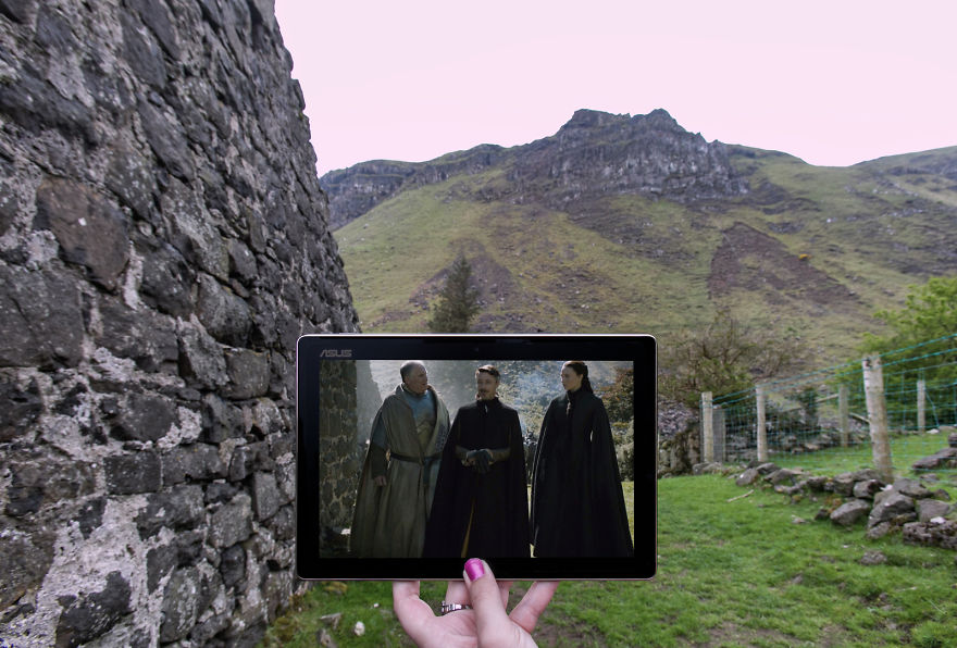 Lord Royce, Littlefinger And Sansa Amongts The Ruins Of Galboly