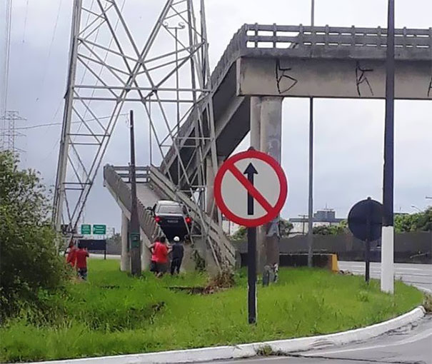 Driver Mistakes A Footbridge For An Overpass