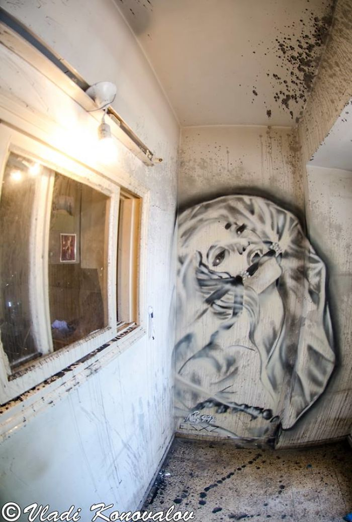 I Captured How A Building To Be Demolished Became A Temporary Museum