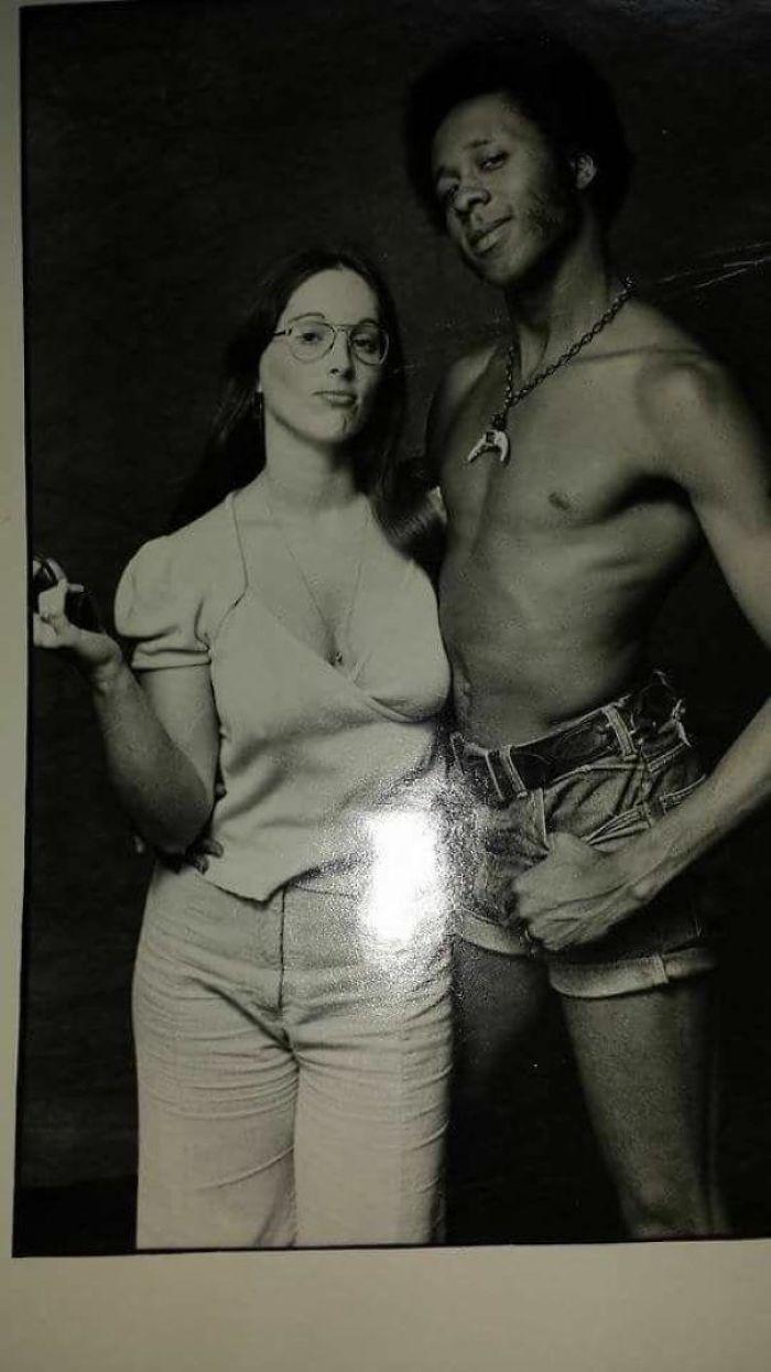 Los padres de mi amigo celebran su 47º aniversario esta semana, esta foto suya es de los 70