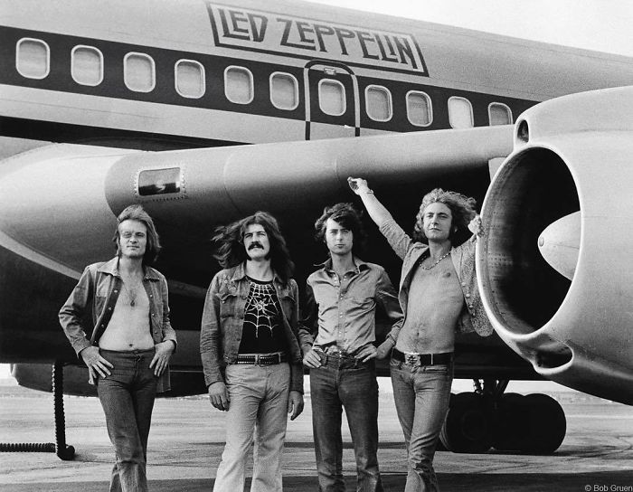 Led Zeppelin In Front Of The Starship, 1973