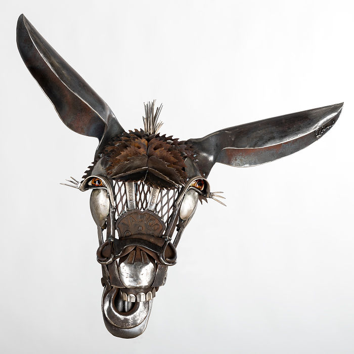 "I Make ""Barnyard Portraits"" From Scrap Metal I Find On Farms!"
