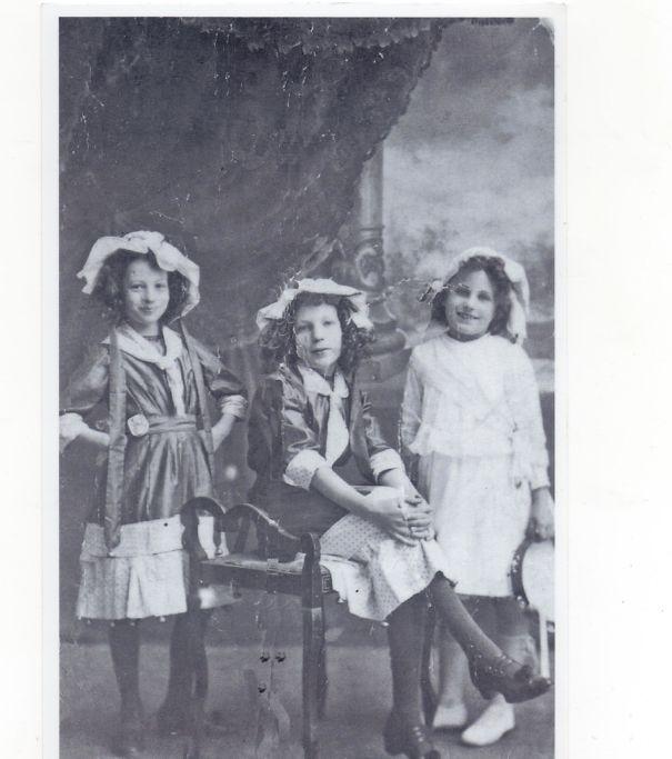 cairns-sisters-004-5ca3e18294999.jpg