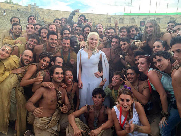 Emilia Clarke With A Crew From Season 5