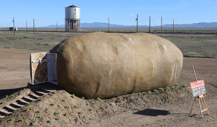 This $200 A Night Potato Airbnb Is A Dream For Potato Lovers And A Nightmare For Claustrophobics