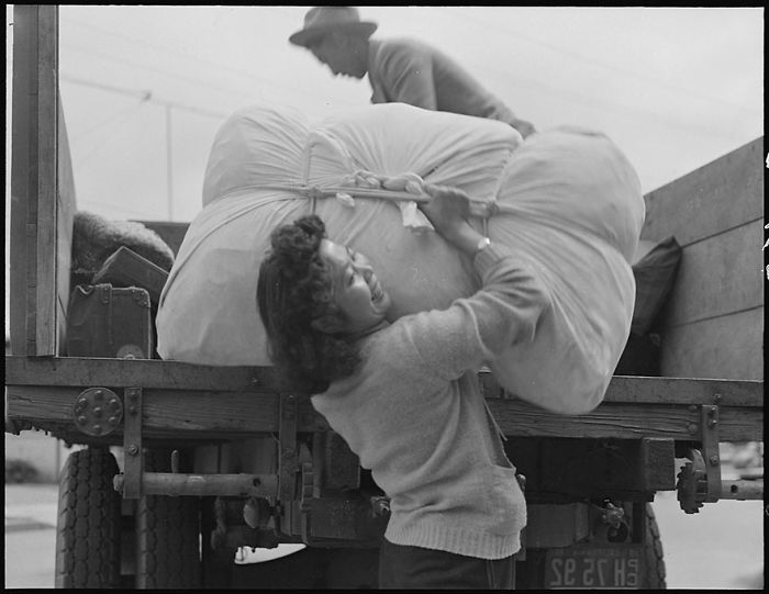 Japanese-Internment-Camp-Photos-Dorothea-Lange-